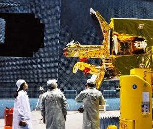 ingenieros chinos y bolivianos ultimando detalles
